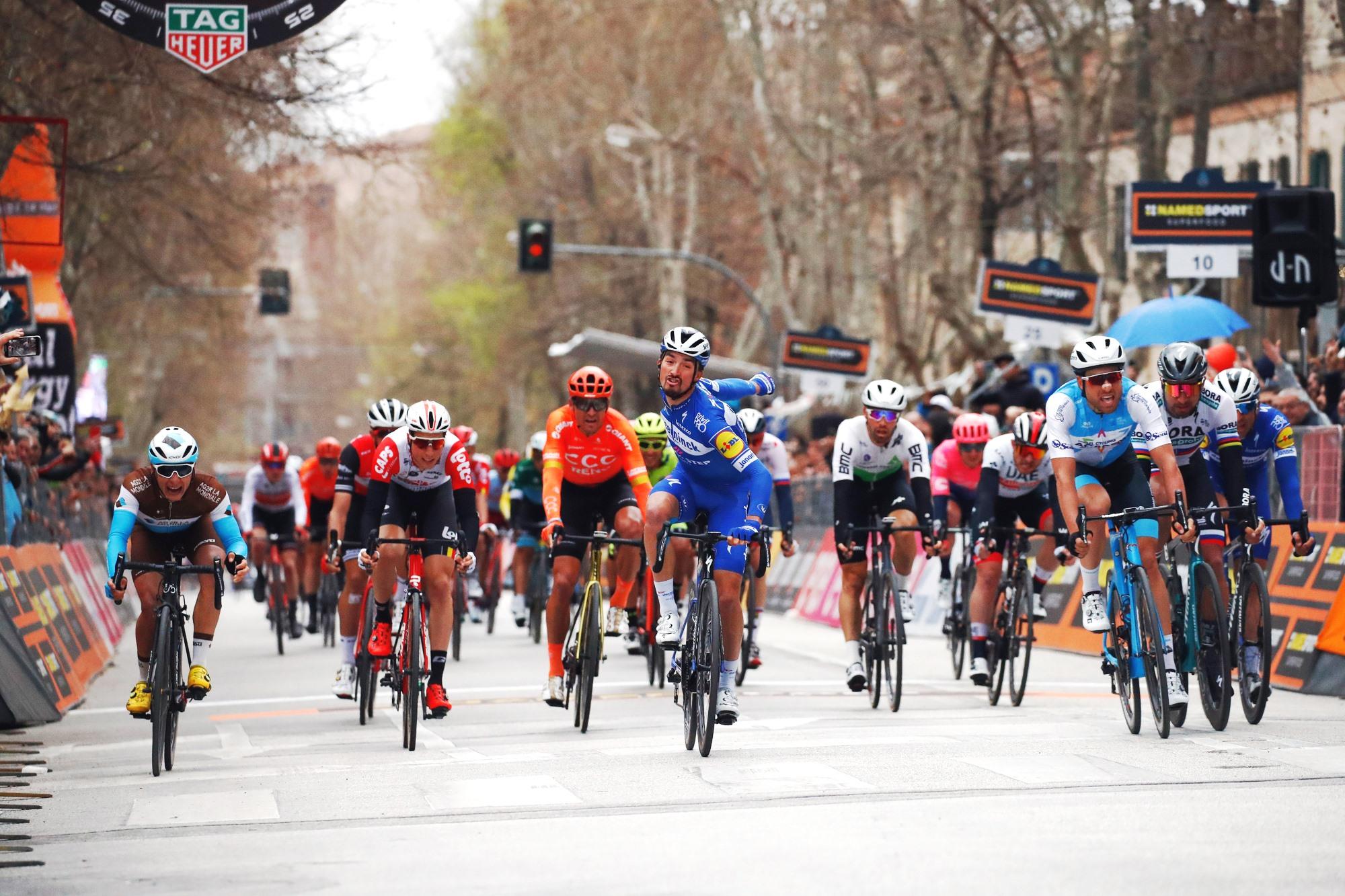 24a8d05ff8689 T-A: V hromadnom špurte zaskočil šprintérov Alaphilippe, Sagan ...