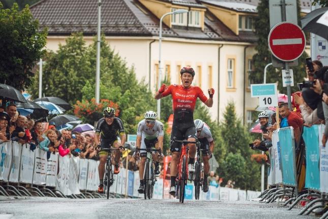 Slovenskú V4 vyhral Alan Banaszek, ktorý zvíťazil v šprinte do kopca, najlepším slovenským pretekárom Lukáš Kubiš na štvrtom mieste