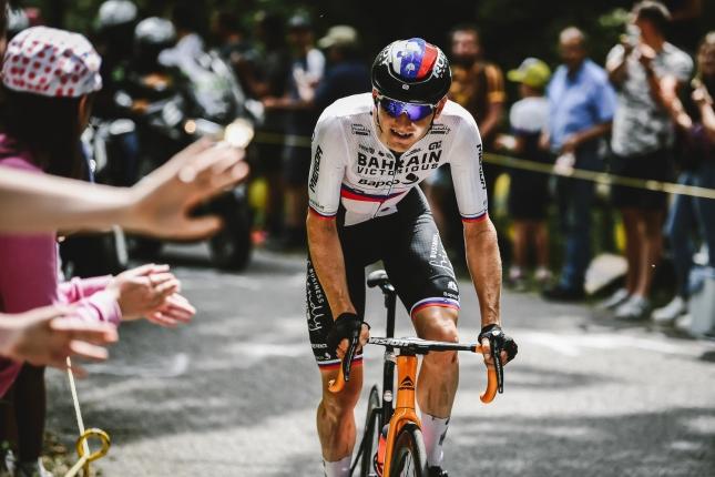 TdF: V úniku zvíťazil Mohorič, Van der Poel ostal v žltom, Roglič a Quintana stratili