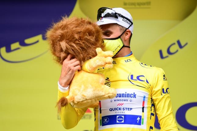 TdF: Prvú etapu poznačili hromadné pády, vyhral Alaphilippe, Sagan nebojoval o triumf