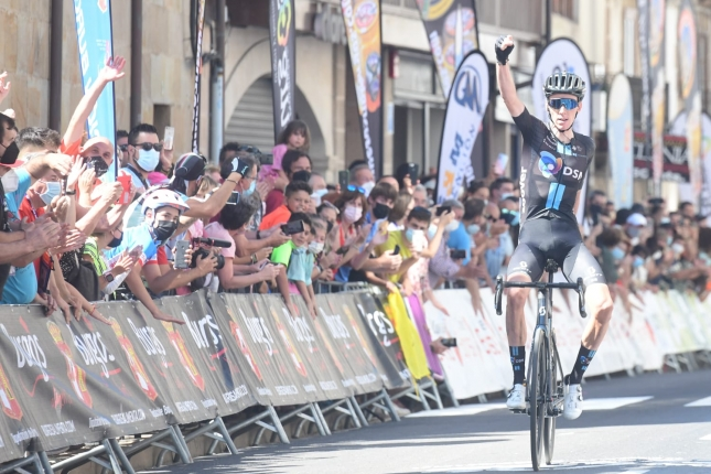 Burgos: Bardet zaútočil v závere Picón Blanco a prišiel si po etapové víťazstvo aj napriek pádu v zjazde, je novým lídrom