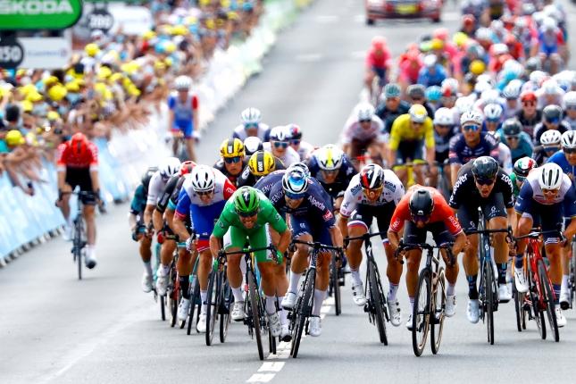TDF: Neuveriteľný Mark Cavendish opäť zvíťazil, porazil Philipsena, Sagan skončil piaty