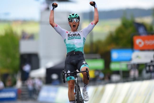 Dauphiné: Lukas Pöstlberger vyhral v úniku, balík stratil 11 sekúnd, 2. skončil Colbrelli