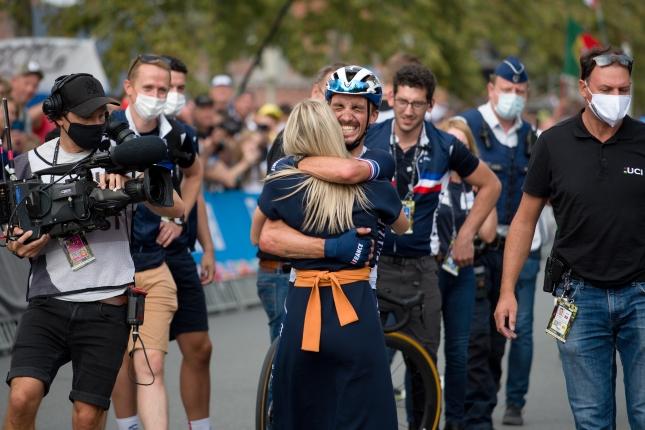MS: Alaphilippe obhájil dúhový dres, na pódiu aj Van Baarle a Valgren, Sagan 26.