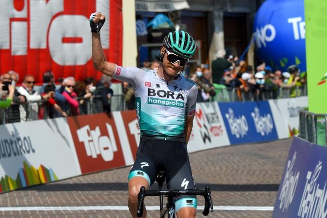 Alpy: Grosschartnerovo parádne víťazstvo v poslednej etape, Yates udržal dres
