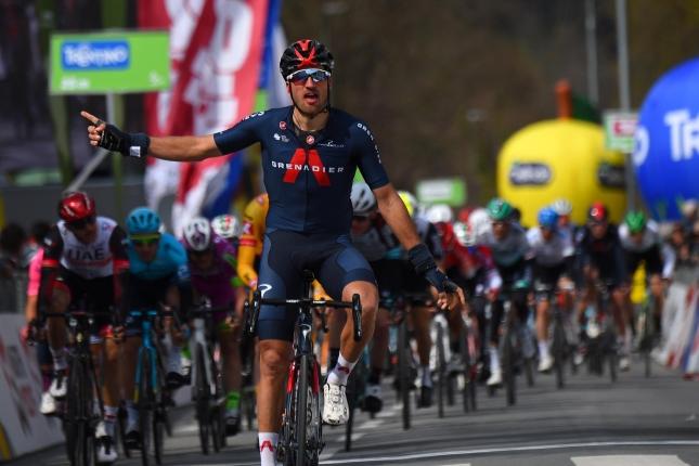 Okolo Álp: Úvodnú etapu vyhral Gianni Moscon, presadil sa útokom pred cieľom