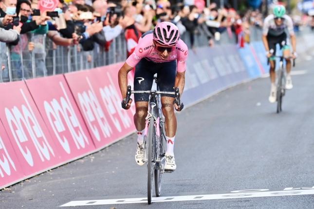 Giro: Na mýtickom Zoncolane senzačne triumfoval Lorenzo Fortunato, Bernal získal čas na súperov