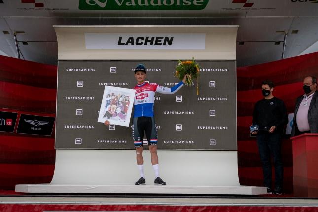 V 3. etape Okolo Švajčiarska Van der Poel zopakoval triumf, suverénne vyhral špurt väčšej skupiny