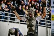 Bláznivé Roubaix pre Colbrelliho, ktorý v závere zdolal obrovské prekvapenie Vermeerscha, Van der Poel opäť v slzách tretí. Sagan spadol, Svrček medzi juniormi šiesty