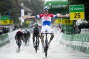 Švajčiarsko: Druhá etapa priniesla triumf van der Poela pred Schachmannom, Kung ostal v žltom