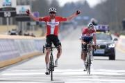 Okolo Flámska: Asgreenovi sa v špurte podarilo zdolať Van der Poela, Sagan 15.